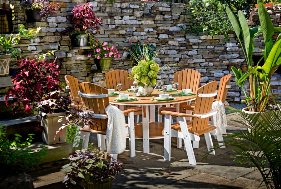 Colonial Road poly outdoor dining